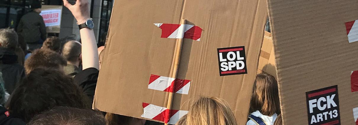 LOLSPD – Artikel13-Demozug vor dem Willy-Brandt-Haus in Berlin